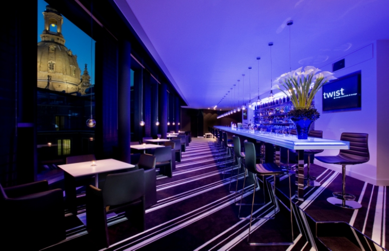 Touristeninformation dresden twist skybar for Design hotel dresden